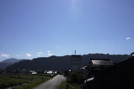 益田川土手の道